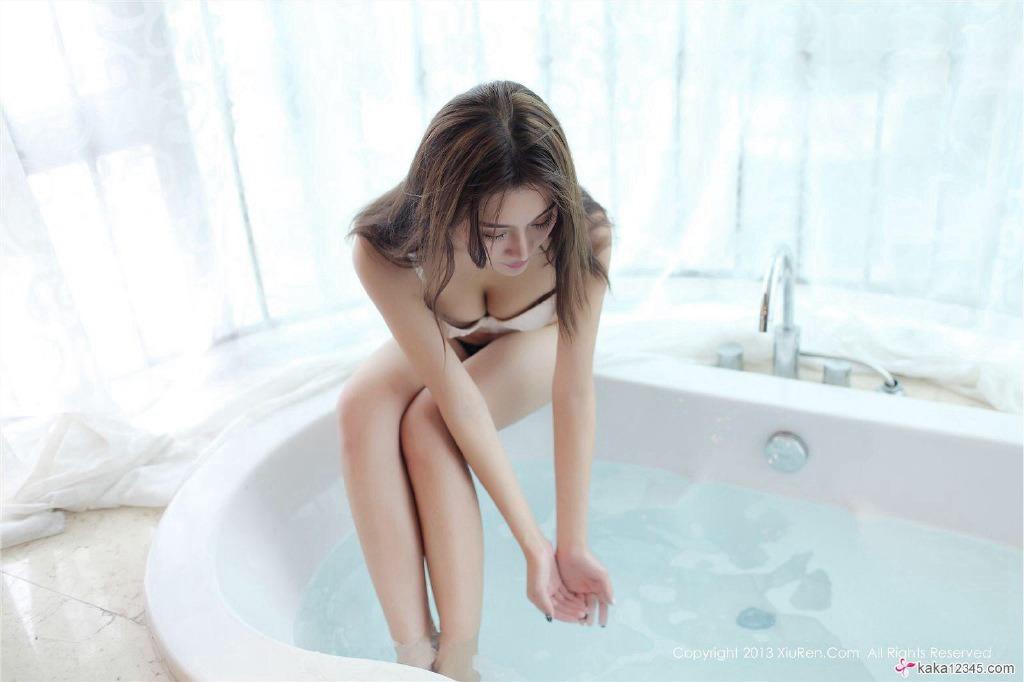 性感大胸美女酒店卫生间写真