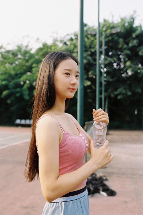 90后酷似霍思燕清纯网球小美女